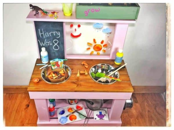 Play kitchen medium size art easel and chalkboard