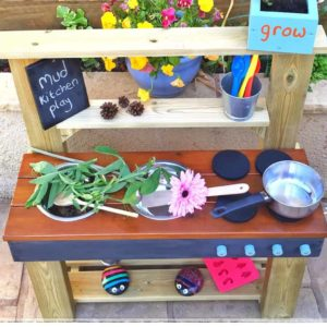 Play-Kitchen-Flowers-Pans-on-Worktop