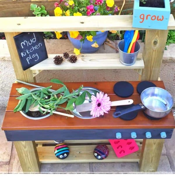 Play-Kitchen-Flowers-Pans-on-Worktop